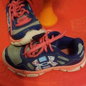 Size 11k Little Girls Under Armour Sneakers